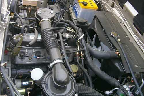 海南马自达的发动机舱高清图片
