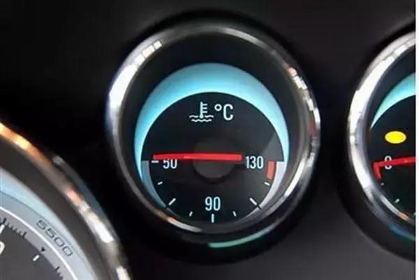汽车美容加盟[jiāméng]店排名|冬天[dōngtiān]开车。为费油,的你犯过吗