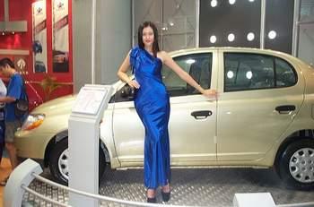 夏利推出改进新内饰车型 蔚蓝天空高清图片