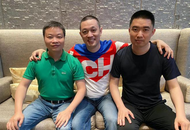 从左至右:何小鹏、李斌、李想