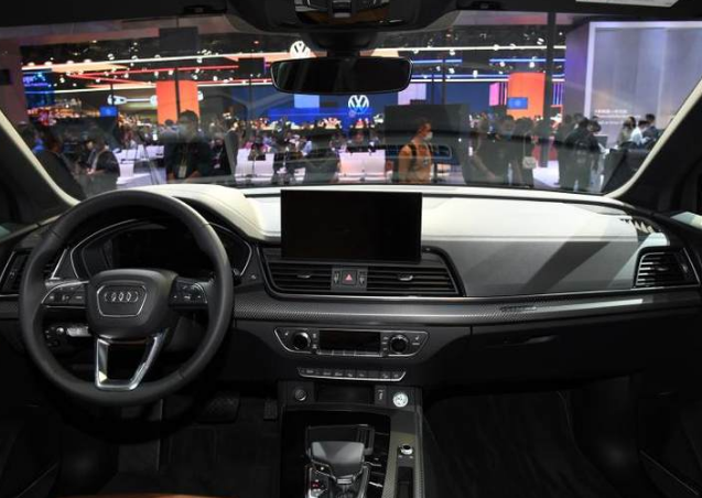 新款奥迪Q5L即将上市,一看实车,网友:真是绝绝子了